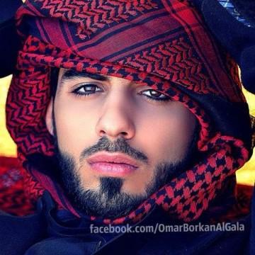berita aneh dan unik, gara-gara terlalu ganteng seorang fotografer dideportasi dari arab saudi